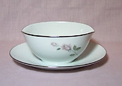 Kenmark Boutique Gravy Boat With attached underplate