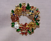 Holiday Wreath Pin